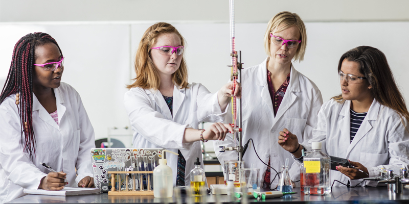 Northwestern professor and students working in chemistry lab